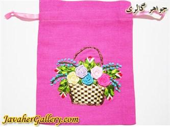 کیف کتانی دست دوز صورتی با سبد و گلهای ابریشمی رنگارنگ