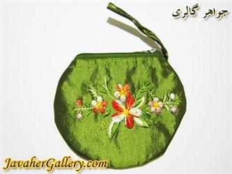 کیف ابریشمی دست دوز سبز با گلهای زیبای رنگارنگ