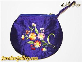 کیف ابریشمی دست دوز بنفش با گلهای زیبای رنگارنگ