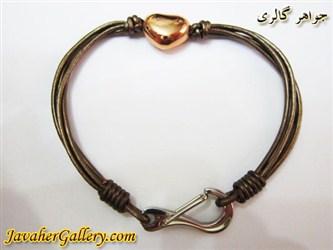 دستبند چرمی خالص و مرغوب چهار رشته ای نرم با رنگ زیبا و قلب طلایی رنگ و قفل استیل
