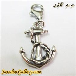 آویز نقره با طرح لنگر و دارای قفل
